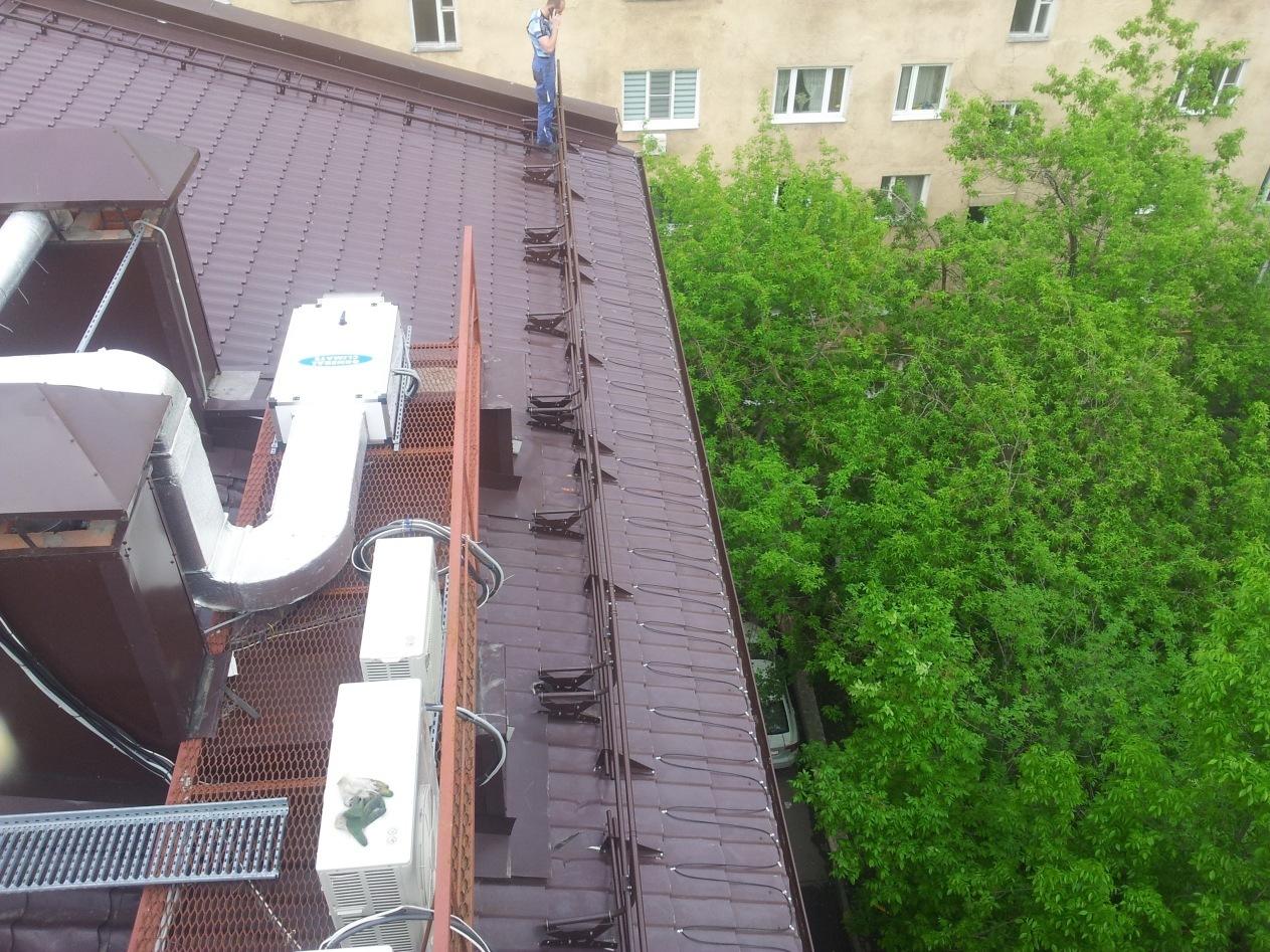 Система электрообогрева водостоков и края кровли административного здания